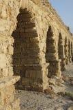Zumbe dentro o aqueduto de Caesarea Maritima Fotos de Stock Royalty Free