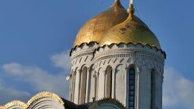 Zumbido da igreja do russo de Golden Dome para fora video estoque