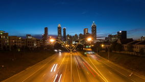 Zumbido do lapso de tempo da arquitetura da cidade de Atlanta vídeos de arquivo