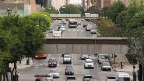 Zumbido para fora/opinião de lapso tempo aéreo o tráfego/pedestres em Los Angeles do centro Califórnia vídeos de arquivo