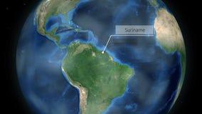 Zumbir através do espaço a um país no globo na animação de Ámérica do Sul - Suriname - cortesia de imagem da NASA video estoque