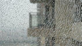 zumbir dentro através de janela quebrada video estoque