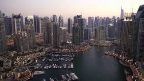Zumbir para fora porto de Dubai do lapso de tempo vídeos de arquivo