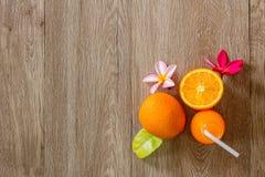 Zumo anaranjado y de naranja fresco Foto de archivo