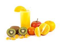 Zumo de fruta recientemente exprimido Fotos de archivo libres de regalías