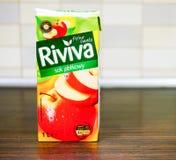 Zumo de manzana de Riviva fotografía de archivo libre de regalías