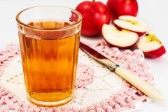 Zumo de manzana sabroso dulce de la vitamina Imagen de archivo libre de regalías