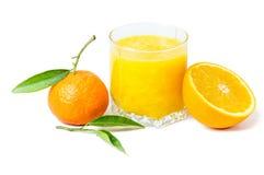 Zumo de naranja aislado y clementinas Fotografía de archivo libre de regalías