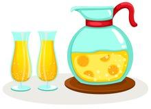 Zumo de naranja en un jarro y vidrios Imagen de archivo