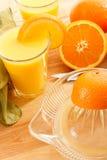 Zumo de naranja exprimido fresco Imágenes de archivo libres de regalías