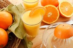 Zumo de naranja exprimido fresco Fotografía de archivo