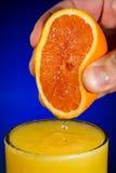 Zumo de naranja exprimido fresco Fotos de archivo