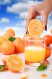 Zumo de naranja fresco. Imágenes de archivo libres de regalías