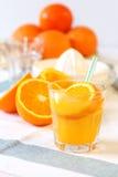 Zumo de naranja fresco Imágenes de archivo libres de regalías