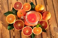 Zumo de naranja de las frutas frescas de las naranjas de sangre imagen de archivo libre de regalías