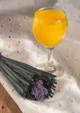 Zumo de naranja, licor Imagen de archivo libre de regalías
