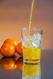 Zumo de naranja mojado frío Imagen de archivo libre de regalías