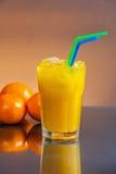 Zumo de naranja mojado frío Fotografía de archivo