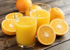 Zumo de naranja recientemente exprimido fotografía de archivo