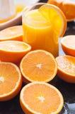 Zumo de naranja recientemente exprimido Fotos de archivo libres de regalías