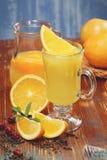 Zumo de naranja recientemente exprimido Foto de archivo libre de regalías