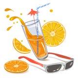 Zumo de naranja y gafas de sol Imagenes de archivo