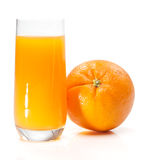 Zumo y fruta de naranja Imágenes de archivo libres de regalías