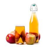 Zumo y manzanas de manzana Fotografía de archivo libre de regalías