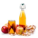 Zumo y manzanas de manzana Imagen de archivo libre de regalías
