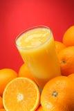 Zumo y naranjas de naranja Imagen de archivo