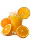 Zumo y naranjas de naranja aislados Fotografía de archivo