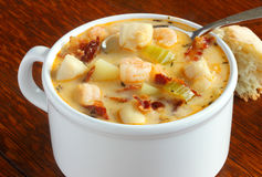 Zuppa dei frutti di mare con bacon fotografie stock