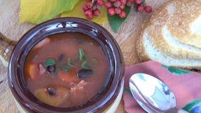 Zuppa di fagioli portoghese stock footage
