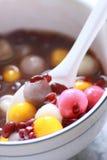 Zuppa di fagioli rossi con la sfera di riso Immagine Stock