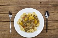 Zuppa di fungo fredda dell'insalata di pasta, bacon della patata Fotografia Stock