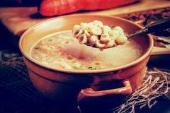 Zuppa di fungo su una tavola di legno Fotografie Stock