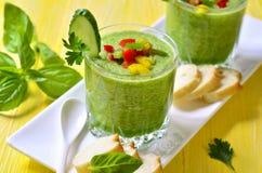 Zuppa di verdure fredda del cetriolo Immagine Stock