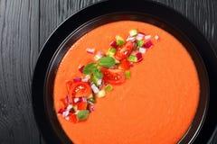 Zuppa di verdure fredda - minestra fredda di estate di stile spagnolo immagine stock