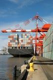 Zurück vom Containerschiff lizenzfreie stockfotos
