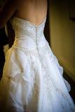 Zurück vom Hochzeits-Kleid Stockfotos