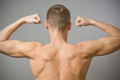 Zurück vom reizvollen muskulösen Mann. Stockbilder