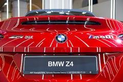 Zurück vom roten metallischen Sportwagen BMWs Z4 lizenzfreie stockbilder