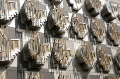 Zurück vom schottischen Parlaments-Gebäude Stockfotos