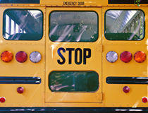 Zurück vom Schulbus Stockfoto