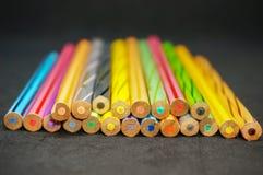 Zurück von den mehrfarbigen Bleistiften Lizenzfreie Stockbilder