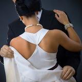 Zurück von der Frau im weißen Kleid Stockbilder