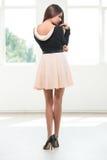 Zurück von einer jungen Modefrau Stockfotos