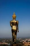 Zurück von goldener Buddha-Statue Stockfotografie