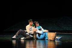 Zurück zu hinterem Sitzen auf der Grund-Jiangxi-Oper eine Laufgewichtswaage Lizenzfreies Stockfoto