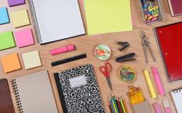 Zurück zu Schulbedarf auf Schreibtisch Lizenzfreies Stockfoto